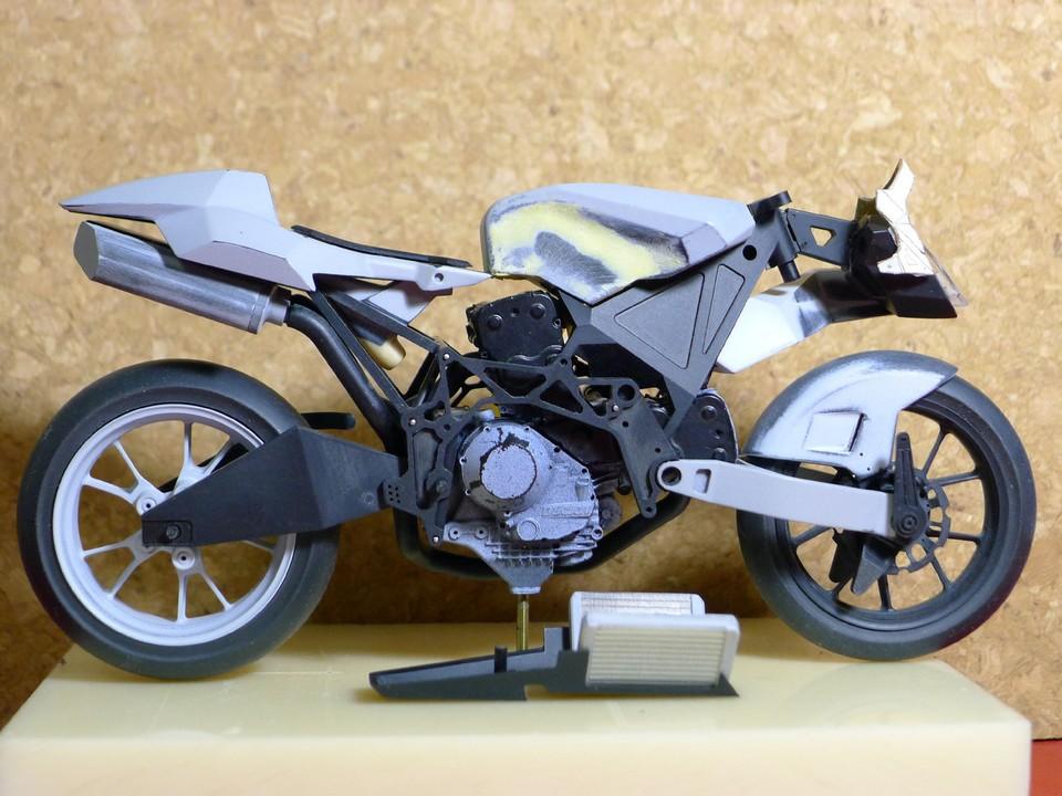 Maquette moto 1/12 ème avec 1001maquettes  1001MAQUETTES